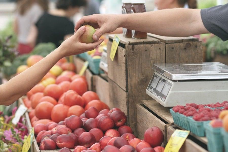 farmers market outside open air